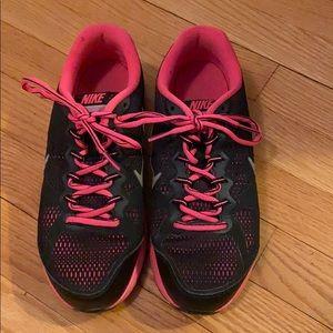 Black and hot pink Nike Dual Fusion Runs